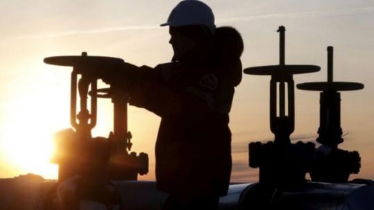 Vào thứ ba này, giá dầu đã tăng trở lại nhưng không bền vững do ảnh hưởng của đại dịch Covid-19 khiến nhu cầu tiêu thụ hàng hóa này sụt giảm. (Ảnh: Reuters)