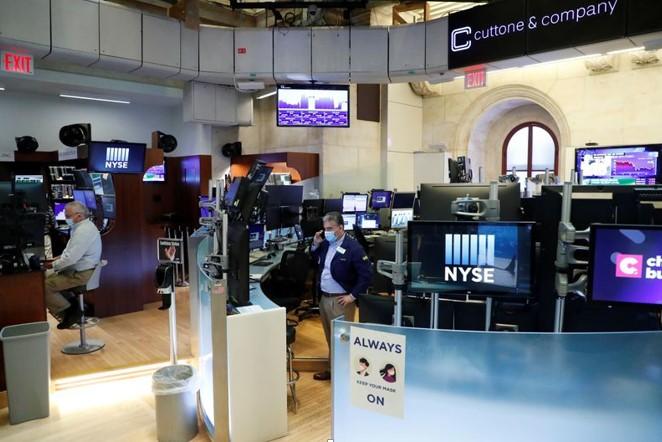 Quan ngại virus khiến cổ phiếu trên S&P 500, Dow sụt giảm