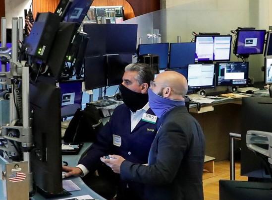 Những gã khổng lồ công nghệ cùng virus kéo giá Cổ phiếu phố Wall sụt giảm