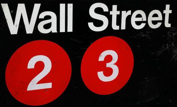 Cổ phiếu Dow Jones tăng cao giữa lúc các cổ phiếu Công nghệ tụt dốc